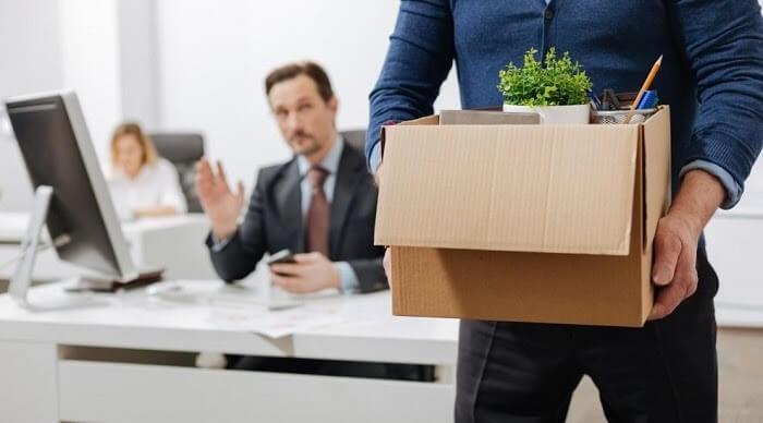 Quyết định cho nghỉ việc là gì? Ai là người ban hành quyết định này?