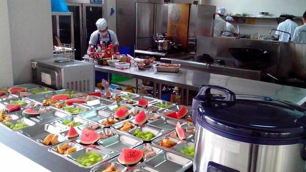 Suất ăn công nghiệp đạt chuẩn được chế biến đúng quy trình và an toàn thực phẩm